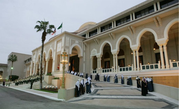 http://figtribune.files.wordpress.com/2009/05/saudi-palace.jpg